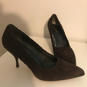 Authentic elegant Prada shade pumps
